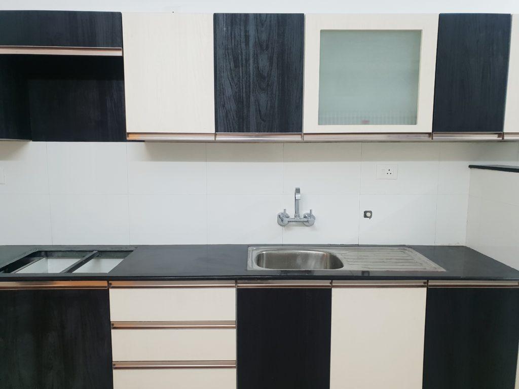 Vivian Suites Kitchen 8
